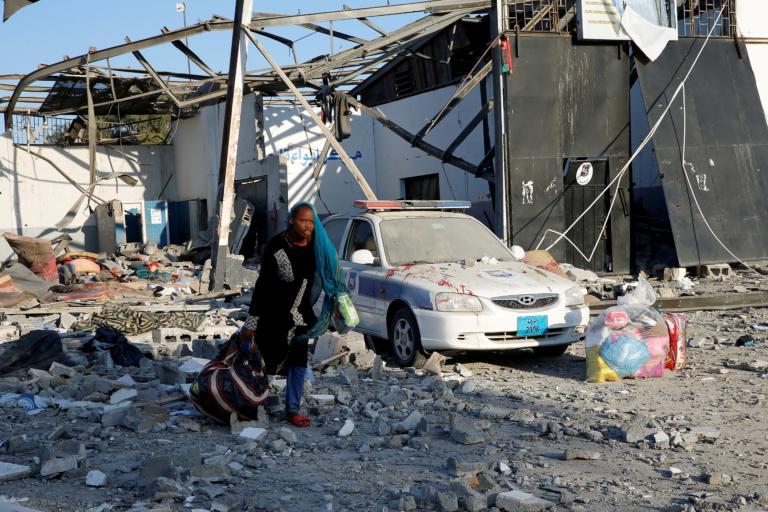 Λιβύη: Σε απόγνωση εκατοντάδες πρόσφυγες μετά το βομβαρδισμό του κέντρου υποδοχής!