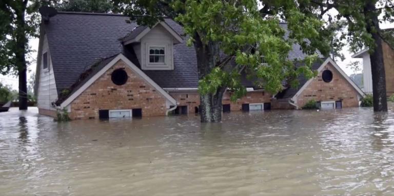 """ΗΠΑ: Ο τυφώνας """"Barry"""" σαρώνει τις ακτές της Λουιζιάνα! Video"""