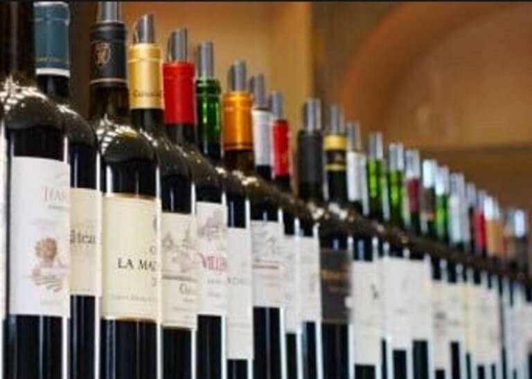 Κύκλωμα λαθρεμπορίου αλκοολούχων ποτών εξάρθρωσε το ΣΔΟΕ