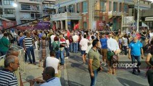 Κρήτη: Συγκεντρώνεται κόσμος για την ομιλία του Αλέξη Τσίπρα