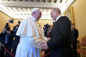 Πάπας – Πούτιν: «Θρησκευόμενος και με χριστιανικές αξίες ο Ρώσος ηγέτης»