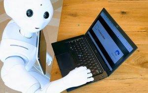 Είναι ρομπότ, ονομάζεται PepperEscu και δουλεύει σαν… μεσίτης!