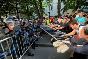 Μόσχα: Εκατοντάδες συλλήψεις σε διαδήλωση κατά του Βλαντιμίρ Πούτιν!
