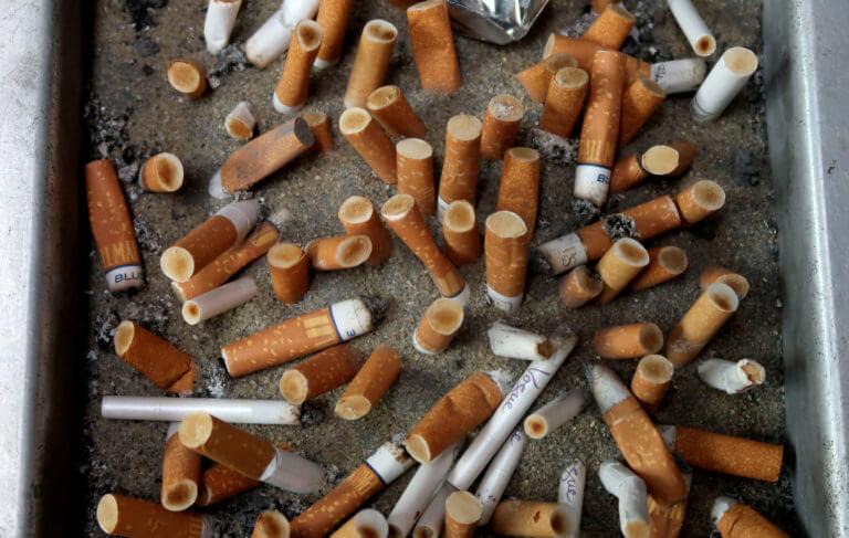 Ρουμανία: Θλίψη και οργή! Το 28% των παιδιών καπνίζει πριν κλείσει τα 10!