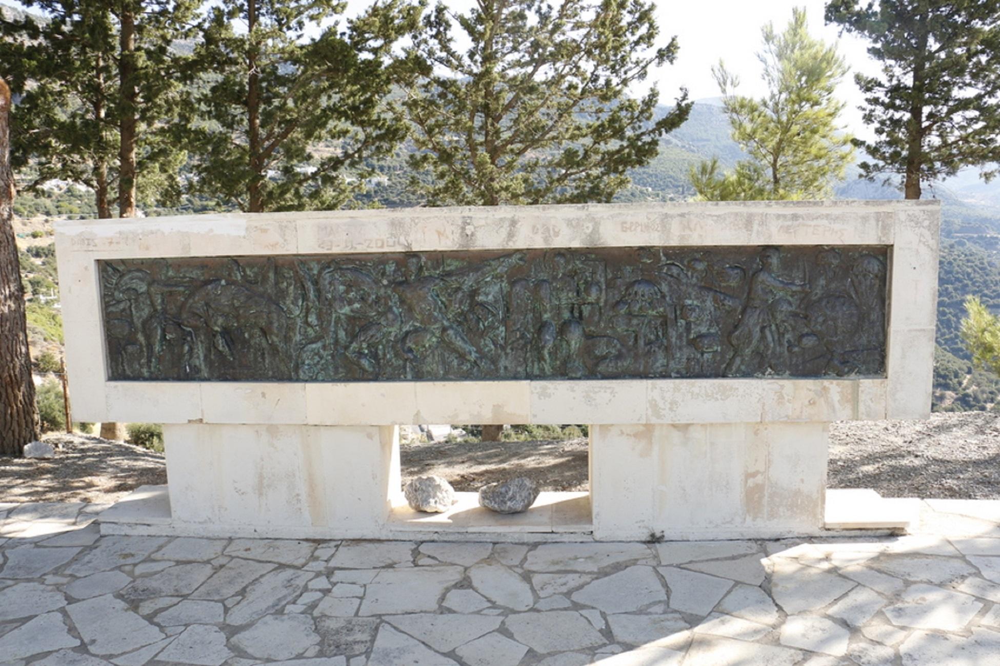 Ηράκλειο: Τουρίστες επιχείρησαν να βεβηλώσουν το Μνημείο Ολοκαυτώματος στη Βιάννο