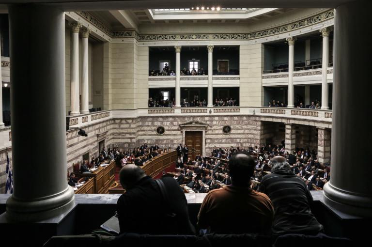 Νομοσχέδιο για την περιστολή του λαθρεμπορίου καυσίμων, καπνικών προϊόντων και αλκοολούχων ποτών στη Βουλή