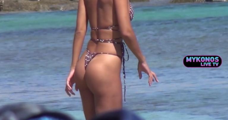 Το μικροσκοπικό μαγιό της προκάλεσε χαμό στην παραλία της Μυκόνου! [vid]
