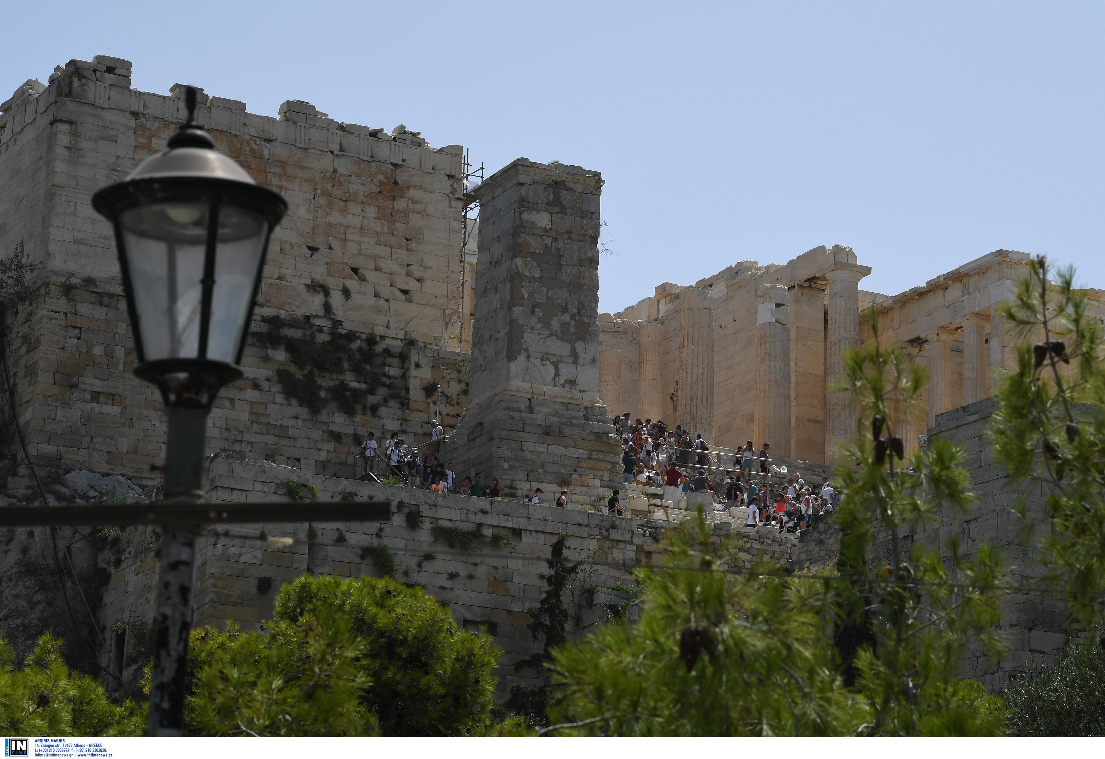 Ο καύσωνας έκλεισε την Ακρόπολη – Ποιες ώρες δεν θα είναι ανοικτή για το κοινό