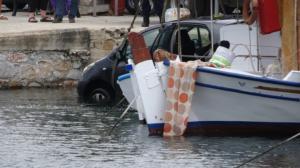 Σύρος: Αυτοκίνητο έπεσε στη θάλασσα – video