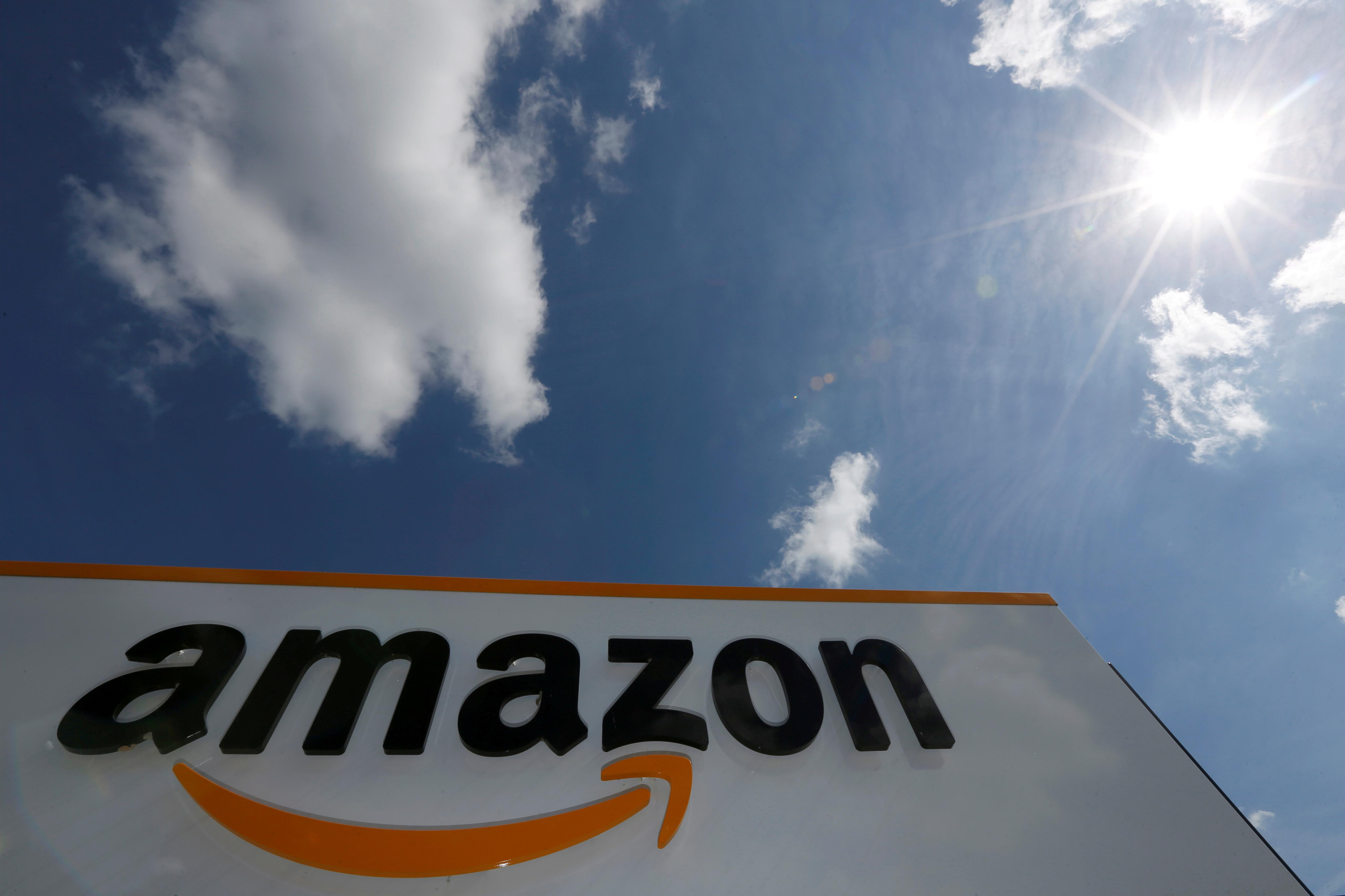 Κάλεσμα από προσωπικότητες για μποϊκοτάζ στην Amazon