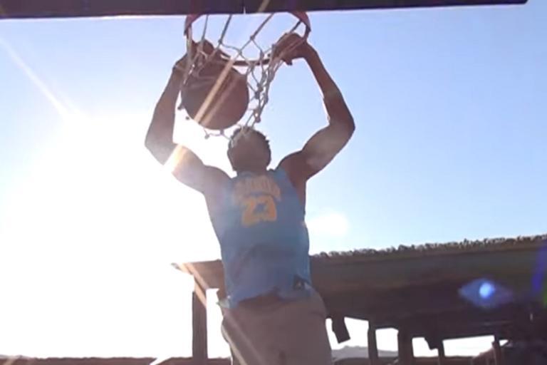 Μύκονος: Ο Γιάννης Αντετοκούνμπο πήρε τη μπάλα και άρχισε τα καρφώματα – Οι διάσημοι θεατές – video