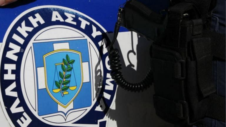 Παγκράτι: «Ντου» αντιεξουσιαστών στα γραφεία της Δημοτικής Αστυνομίας για τον Κουφοντίνα