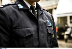 """Πύργος: Ο αστυνομικός που έγινε παράδειγμα προς μίμηση – Είπε """"όχι"""" στα χρήματα που βρήκε μπροστά του!"""