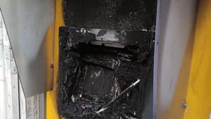 Ξήλωσαν την κάμερα ασφαλείας και έβαλαν φωτιά σε ΑΤΜ στου Ζωγράφου