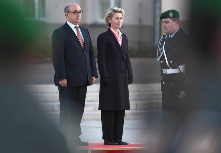 Πορτογαλία: Για υπόθεση κλοπής όπλων ερευνάται ο πρώην υπουργός Άμυνας