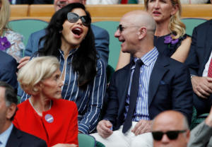 Τζεφ Μπέζος: Πρώτη δημόσια εμφάνιση με την «εκρηκτική» Λατίνα μετά το διαζύγιο! pics