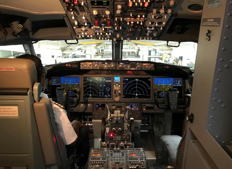 Bloomberg… κόλαφος κατά της Boeing: Αστοχίες στα αεροπλάνα της λόγω άπειρων προσωρινών εργαζόμενων!