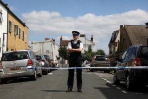 Λονδίνο: Θρίλερ με πτώμα άνδρα – Πιθανότατα ανήκει σε λαθρεπιβάτη που έπεσε από αεροπλάνο