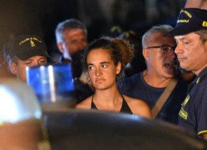 Σε μυστική τοποθεσία η Κάρολα Ρακέτε μετά από απειλές εναντίον της