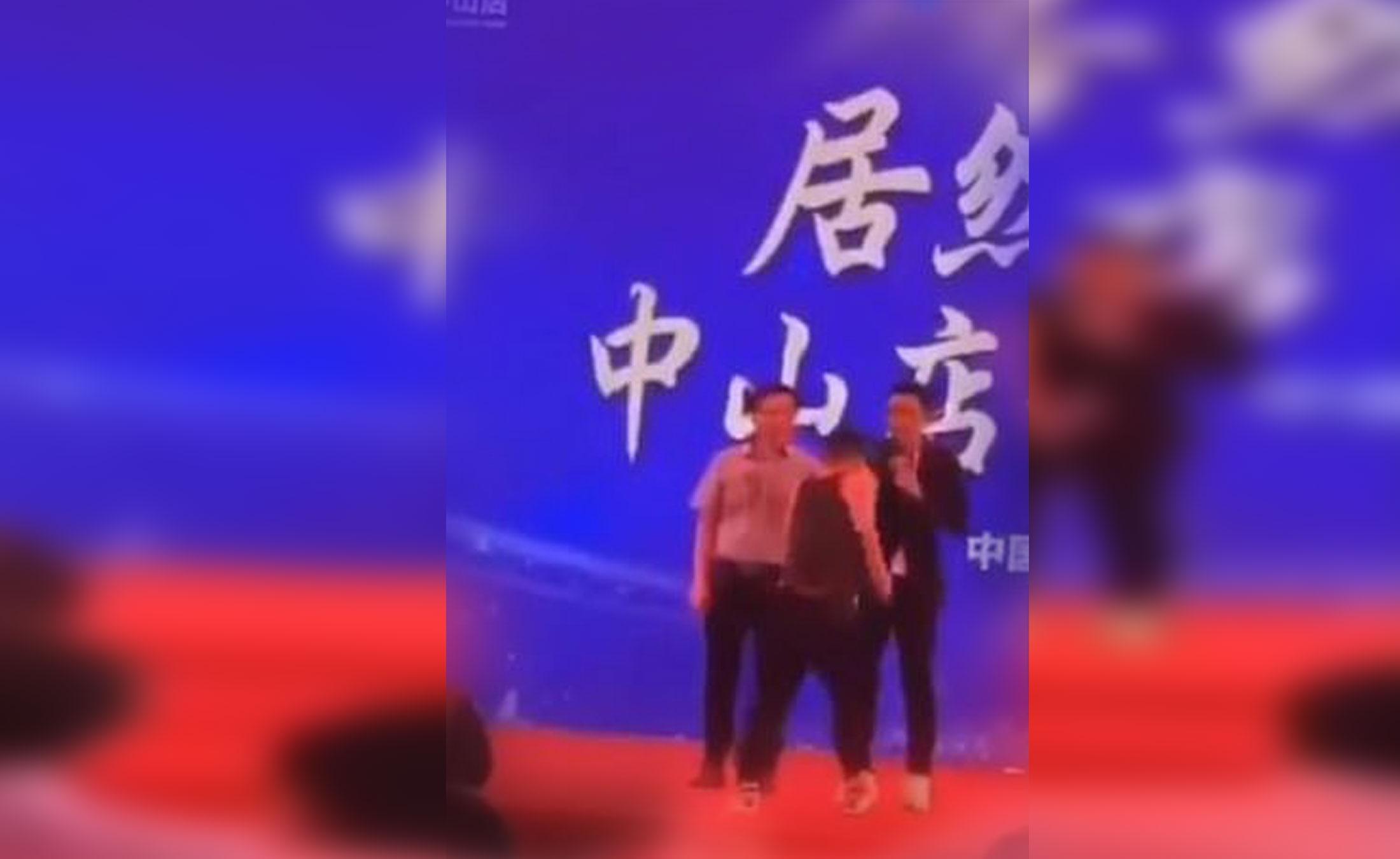 Κίνα: Ηθοποιός δέχτηκε επίθεση με μαχαίρι πάνω στη σκηνή – Video σοκ