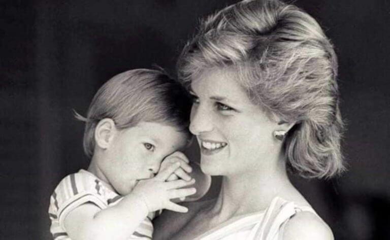 Η άγνωστη κόντρα της βασίλισσας Ελισάβετ με την Νταϊάνα για την ανατροφή των Γουίλιαμ και Χάρι! [pics]