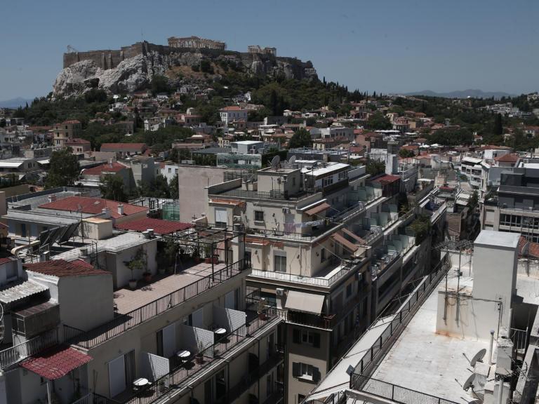 Sueddeutsche Zeitung: H νέα ελληνική κυβέρνηση ανακουφίζει φορολογικά τους πολίτες