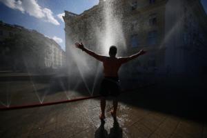 Καύσωνας στην Ευρώπη: Τα χειρότερα έρχονται! «Έλιωσαν» Βέλγιο, Ολλανδία και Γερμανία