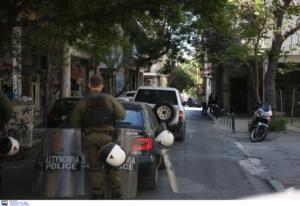 Καταγγελίες για αγριότητες και βασανισμό αστέγου από τα ΜΑΤ στα Εξάρχεια [vid]