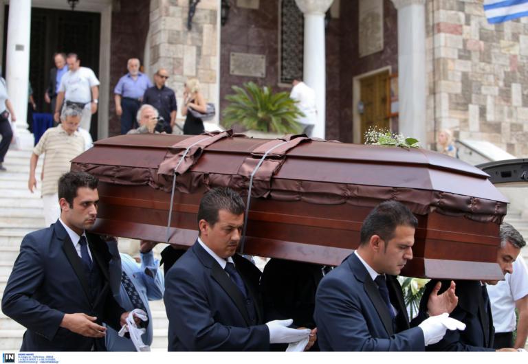 """Ηράκλειο: Άνοιξαν το φέρετρο και """"πάγωσαν"""" – Διακόπηκε η κηδεία – Πρωτοφανείς σκηνές στην εκκλησία!"""