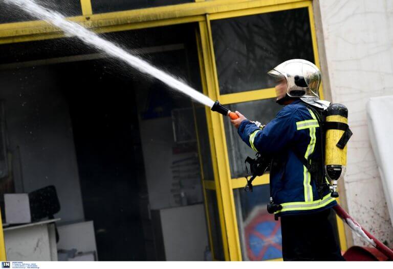 Φωτιά σε εγκαταλειμμένο εργοστάσιο στην Κόρινθο