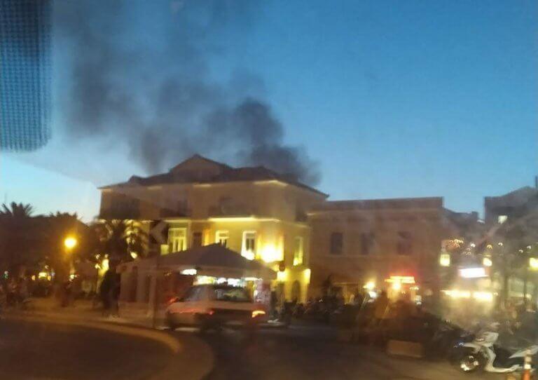 Μυτιλήνη: Φωτιά σε κτίριο στο ιστορικό κέντρο της πόλης