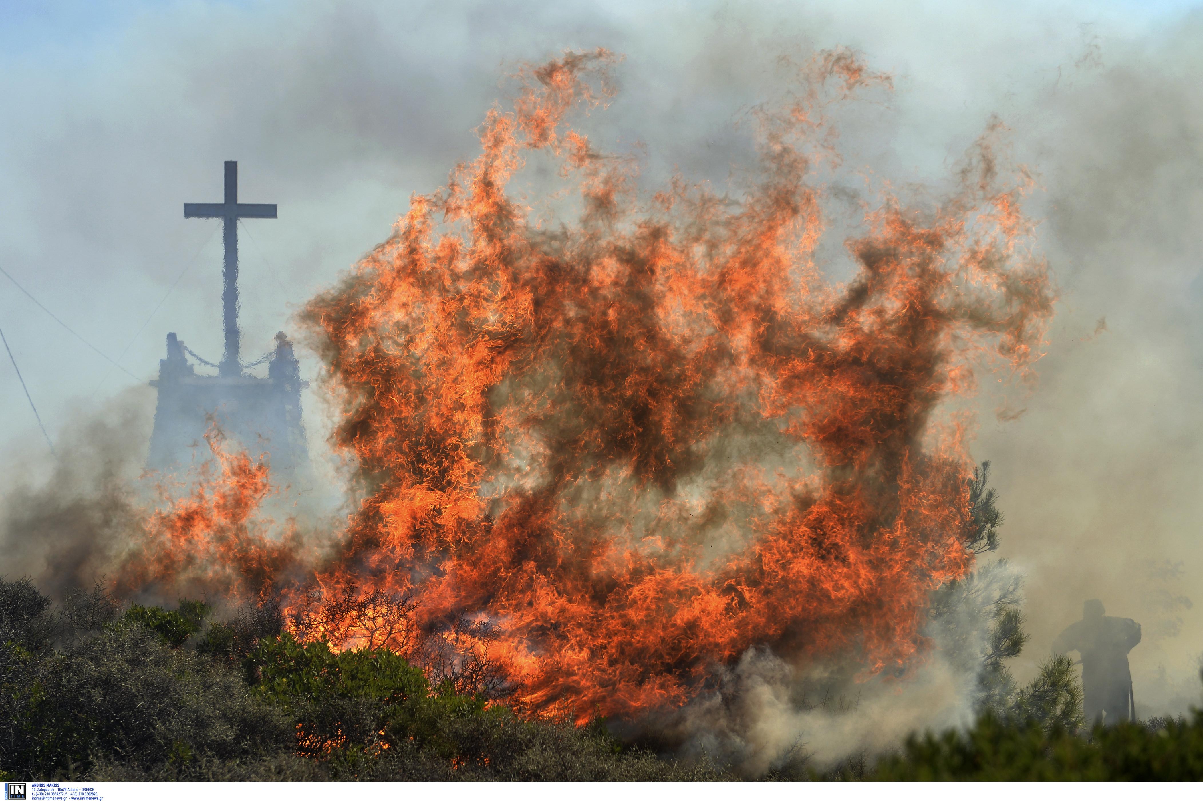 Αργολίδα: Μεγάλη φωτιά απειλεί μοναστήρι – Οι πυροσβέστες δίνουν μάχη με τον χρόνο!