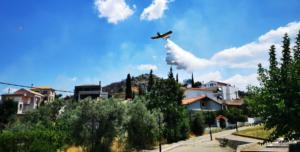 Φωτιά ΤΩΡΑ κοντά σε οικισμό στο Ηράκλειο Κρήτης – Μεγάλη επιχείρηση της πυροσβεστικής!