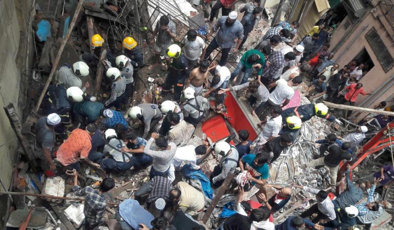Στους 13 οι νεκροί από την κατάρρευση κτιρίου στη Μουμπάι – Συγκλονιστικές εικόνες