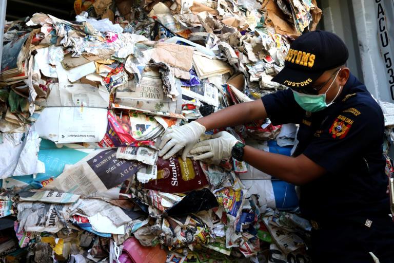 Η Ινδονησία στέλνει σε Γαλλία και Χονγκ Κονγκ τα… σκουπίδια τους