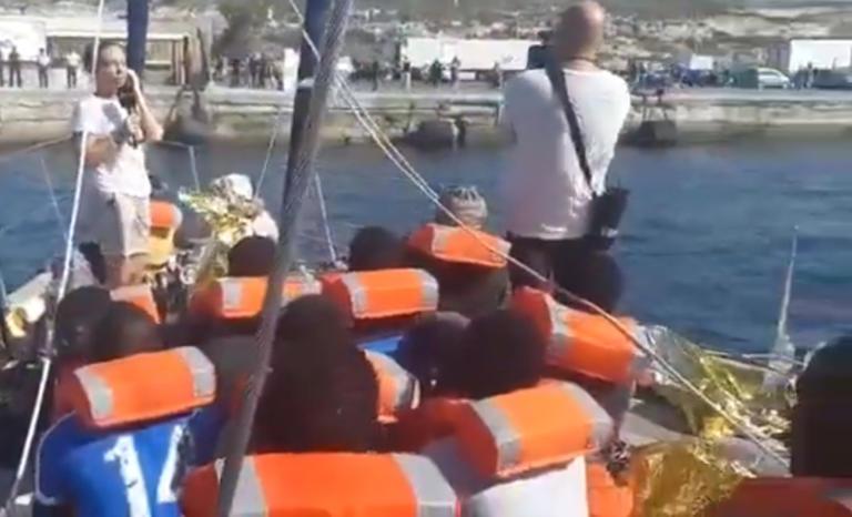 Ιταλία: Έλληνας διασώστης κόντρα στον Σαλβίνι! Έδεσε στην Λαμπεντούζα το πλοίο που επιβαίνει – video