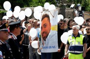 Ιταλία: Έμαθε ότι αστυνομικός που μαχαίρωσε είναι νεκρός και έβαλε τα κλάματα