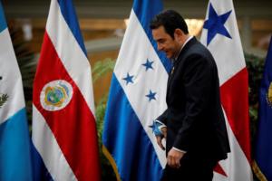 Ο πρόεδρος της Γουατεμάλας ακύρωσε «επ' αόριστον» τη συνάντηση με Τραμπ