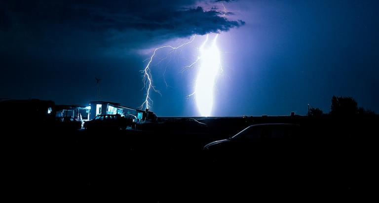 Αντίνοος: Δύσκολη νύχτα! Χιλιάδες κεραυνοί, καταιγίδες και χαλάζι!