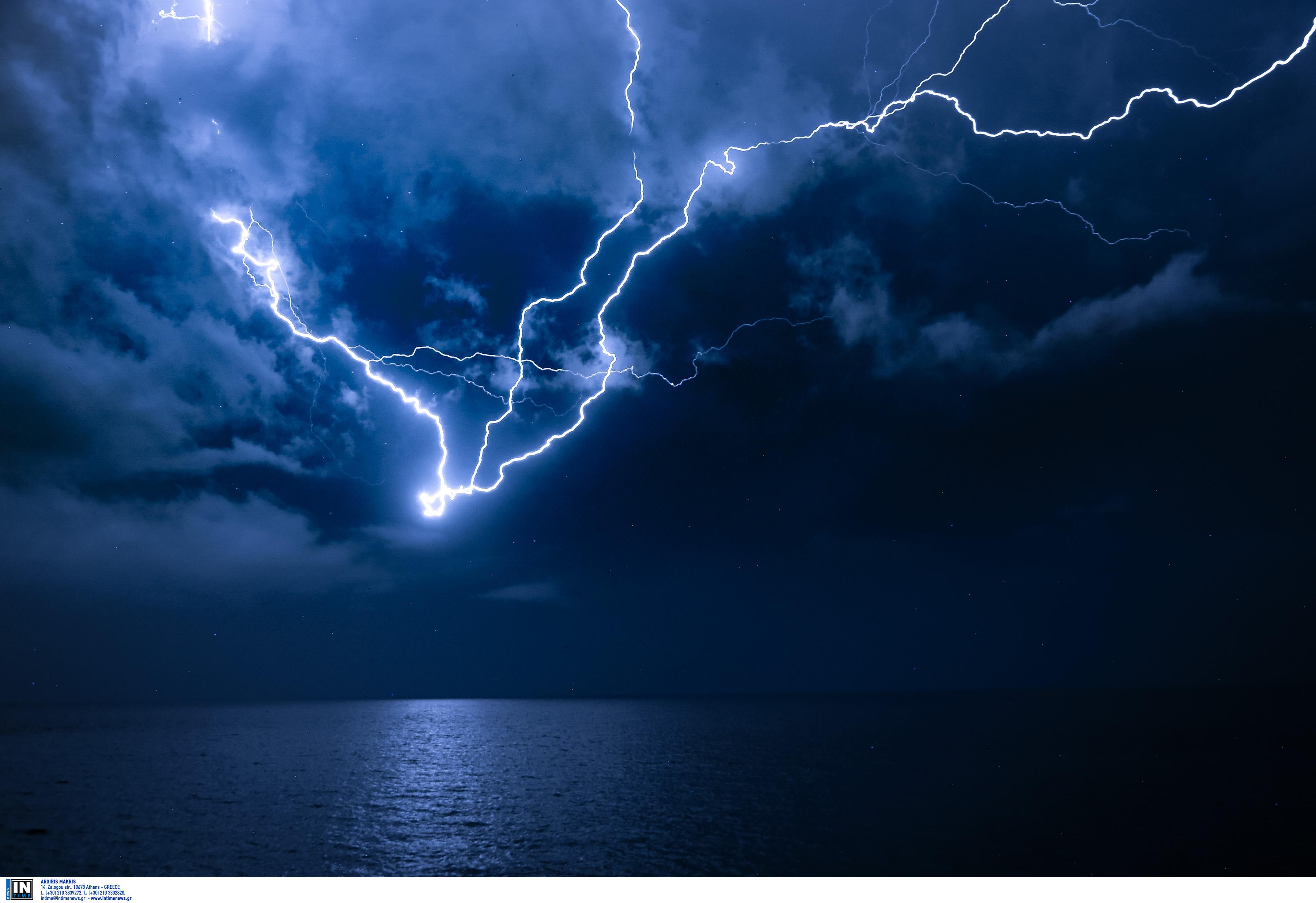 Καιρός… για ομπρέλα! Σφοδρές καταιγίδες τις επόμενες ώρες! | Newsit.gr