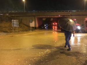 Καιρός: Δύσκολη νύχτα σε Αχαΐα – Αιτωλοακαρνανία με πλημμύρες, εγκλωβισμούς και διακοπές ρεύματος!