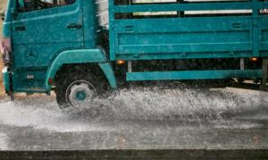 """Καιρός: """"Σαρώνει"""" την χώρα ο Αντίνοος – Ισχυρές καταιγίδες, χαλάζι και δυνατοί άνεμοι"""