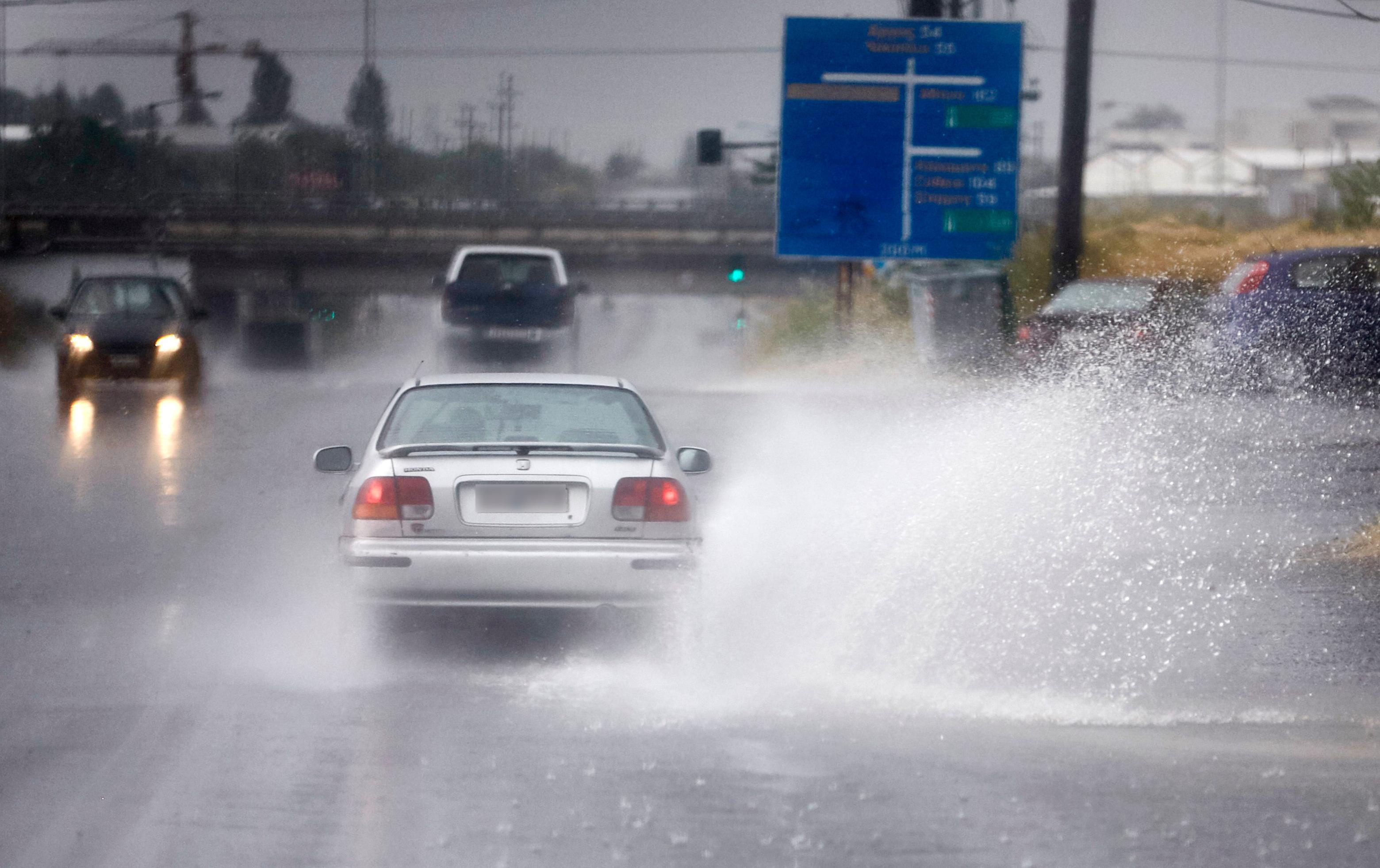 Καιρός σήμερα: Επέλαση κακοκαιρίας με καταιγίδες και θυελλώδεις ανέμους