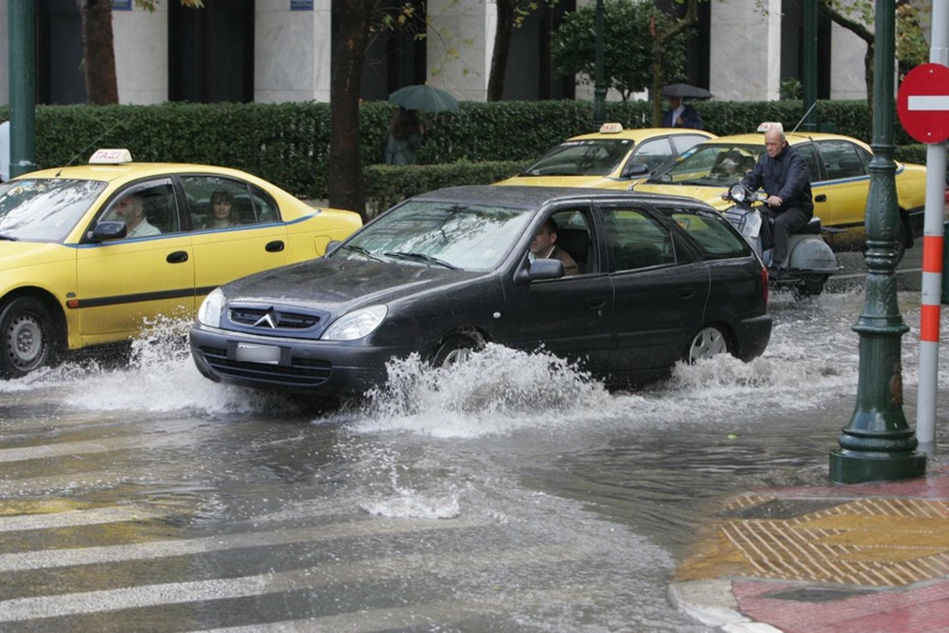 Καιρός αύριο: Έρχονται βροχές και καταιγίδες – Πέφτει η θερμοκρασία