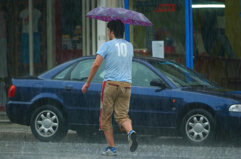 Καιρός αύριο: Θα… μουλιάσουμε την Κυριακή – Πού περιμένουμε βροχές και καταιγίδες