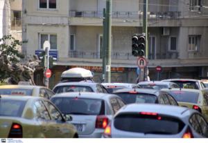 Γαλάτσι: «Χάος» στους δρόμους! Έσπασε αγωγός ύδρευσης – Κλειστό το ένα ρεύμα της Βεΐκου
