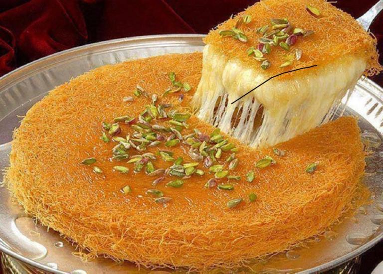 Πολίτικο κιουνεφέ: Το θεϊκό γλύκισμα που «παντρεύει» τυρί με σιρόπι!