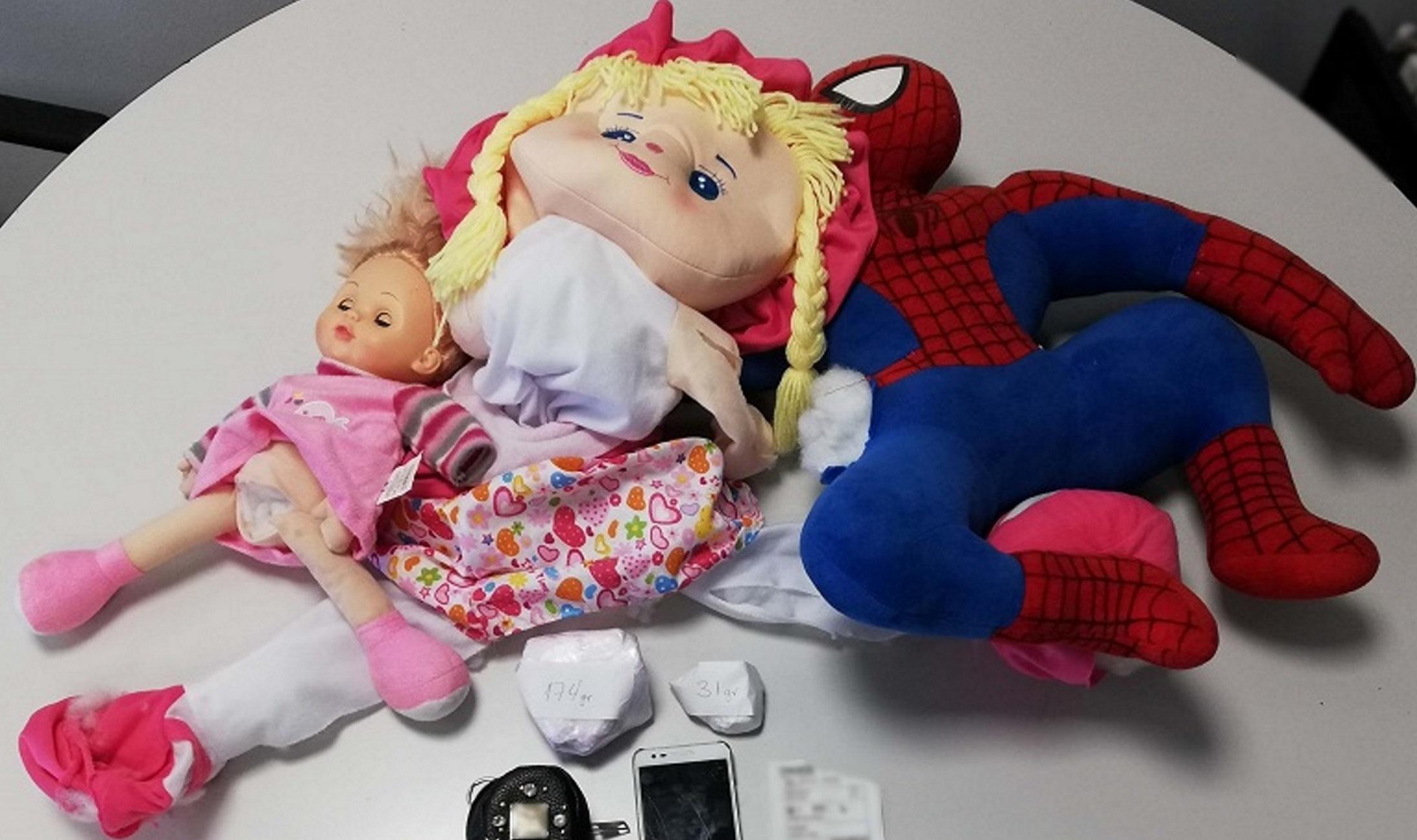 Θεσσαλονίκη: Αυτές είναι οι αυστηρώς ακατάλληλες παιδικές κούκλες – Οι σκοτεινές αλήθειες που έκρυβαν [pics]