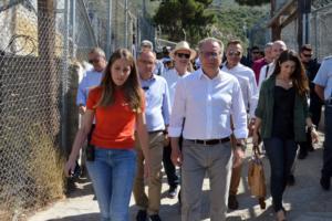 Κουμουτσάκος: Θα επιταχυνθούν οι διαδικασίες εξέτασης ασύλου
