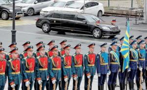 Λύθηκε το μυστήριο: Έτσι φτάνουν στα χέρια του ηγέτη της Βόρειας Κορέας οι πολυτελείς λιμουζίνες!